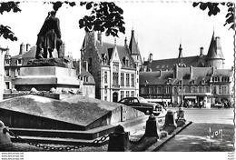 CPSM/pf (58)  NEVERS.  Monument Aux Morts, Caisse D'épargne Et Palais Ducal.  .I 772 - Nevers