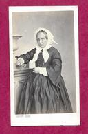 Ancienne PHOTO CDV Circa 1860 Second Empire De GUSTAVE Jeune ( ORLEANS Ou CHALONS ??). FEMME De La BOURGEOISIE..2 Scans - Fotos