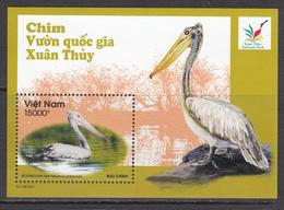 2013 Vietnam Pelicans National Park Miniature Sheet Of 1 MNH - Vietnam