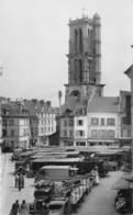 78-MANTES-LA-JOLIE- PLACE DU MARCHE AU BLE ET LA TOUR ST-MACLOU - Mantes La Jolie