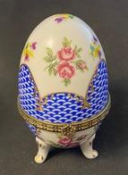 Boite En Porcelaine En Forme D'oeuf, Marquage  OC & CO - Eggs