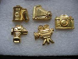 Lot De 5 Pin's Dorés En 3D, Appareils Photos, Caméra, Bobine De Film - Photography