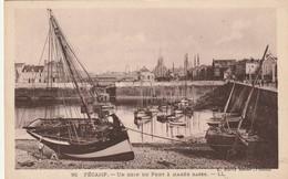 FECAMP  Un Coin Du Port à Marée Basse ( LL 92 ) - Fécamp
