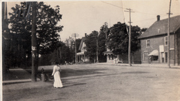 Real Photo 1905-1910 (?) - Ladie Walking On Street - Unknown Location - 2 Scans - Photos