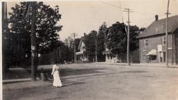Real Photo 1905-1910 (?) - Ladie Walking On Street - Unknown Location - 2 Scans - Foto