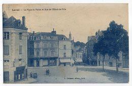 LAVAL--1932-- La Place Du Palais Et Rue De L'Hôtel De Ville  (petite Animation , Commerce )............... .à  Saisir - Laval