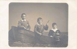 OOSTENDE (W. VL.) Carte Photo Le Bon - Enfants Dans Une Barque - Oostende