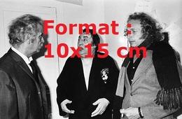 Reproduction D'une Photographie Ancienne De Raymond Devos Avec Georges Brassens Et Pierre Richard En 1977 - Repro's