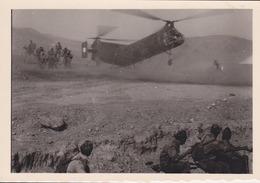 Photographie Anonyme Vintage Snapshot Algérie Guerre Militaire Hélicoptère - Guerre, Militaire