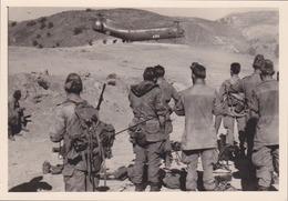 Photographie Anonyme Vintage Snapshot Algérie Guerre Militaire Hélicoptère Texenna - Guerre, Militaire