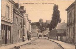 CHATEAURENAULT. Cpa  - Rue De La République . (scans Recto-verso) - France