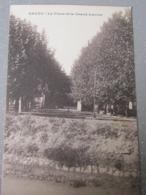 13. Grans. La Place Et Le Grand Lavoir - Autres Communes