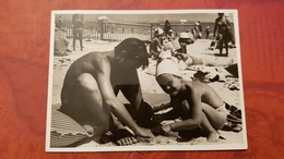 USSR. Little Girl At The Beach -   Old Vintage Original Real Photo 1970s - Personnes Anonymes