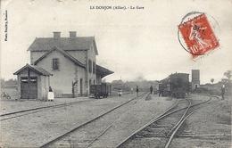 CPA LE DONJON La Gare Tampon Boite Mobile Aux Dos - Francia