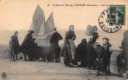 CPA La Saison Du Hareng à FECAMP ( Décembre ) - Fécamp