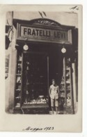 5702 N. 2 PHOTO Cm 13,50X9,00 - JEWISH FAMILY STORE FRATELLI LEVI  IN UNKNOWN ITALIAN CITY - Métiers