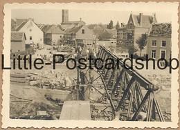 Foto Maaseik Belgien Zerstörte Maas Brücke Stadt Bombardement Deutsche Soldaten Bauen Behelfsbrücke 2. WK Pi. Btl. 50 - Guerra 1939-45