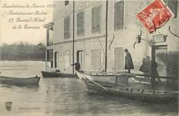 69 - Fontaines Sur Saone - Inondations De Janvier 1910 - Devant L'Hotel De La Terrasse - Animée - Oblitération Ronde De - France