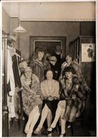 Photo Originale Rassemblement De Jeunes Femmes Coquines & élégantes Dans Leurs Manteaux De Fourrure - Pub Standard - Pin-Ups