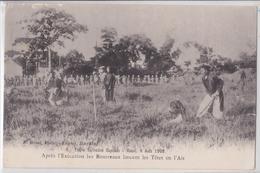 Indochine Triple Exécution Capitale Hanoï 6 Août 1908 Les Bourreaux Lancent Les Têtes En L'air Editeur Bonal Haiphong - Vietnam