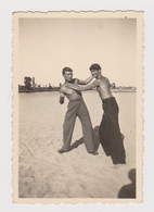 #59872 Vintage Orig Photo Awesome Muscular Guys Two Men Funny Beach Portrait - Personnes Anonymes