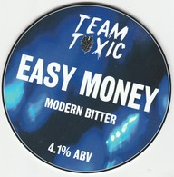 TEAM TOXIC BREWERY   (LIVERPOOL, ENGLAND) - EASY MONEY MODERN BITTER - PUMP CLIP FRONT - Letreros