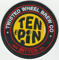 TWISTED WHEEL BREW CO   (STANDISH, ENGLAND) - TEN PIN BITTER - PUMP CLIP FRONT - Letreros