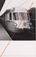 CARTE PHOTO FOTOKAART TRAIN Autorail Type X 2700 BASEL EXPRESS BÂLE EXPRES GARE BRUXELLES NORD 1955 Photo Pletinckx ABAC - Gares - Avec Trains