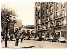 CPSM 75 PARIS 19e Rue Petitot VELAM ISETTA SIMCA ARONDE COUPE Café LA COMETE Collection Librairie G. Boullinier - Arrondissement: 19