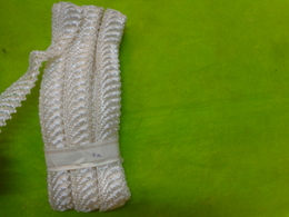 . RUBAN DE PAILLE Pour Chapeau Pour Chapeliere Ou Autre (corsetiere)  (9metres) - Kant En Stoffen