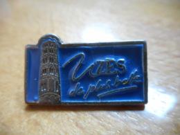 A050 -- Pin's Uzes De Plus Belle - Villes