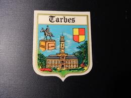 Blason écusson Adhésif Autocollant Tarbes (Hautes Pyrénées) Aufkleber Wappen Coat Of Arms Sticker Adesivo Adhesivo - Oggetti 'Ricordo Di'
