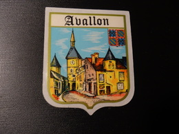 Blason écusson Adhésif Autocollant Avallon (Yonne),  Aufkleber Wappen Coat Of Arms Sticker Adesivo Adhesivo - Oggetti 'Ricordo Di'