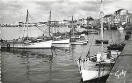 """CPSM FRANCE 85 """" Les Sables D'Olonne, Le Port"""". - Sables D'Olonne"""
