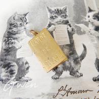 Ancien Pendentif Art Nouveau Carnet De Bal Charm Breloque Début XX Laiton Métal - Colgantes