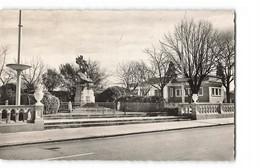 31 Villefranche De Lauragais Le Monument Aux Morts Et Les Douches CPSM PF + Cachet Tireté Gardouch 1955 - France