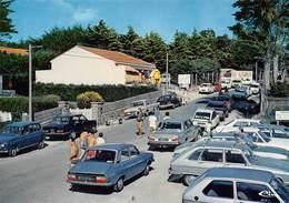 PREFAILLES - Corniche De Port Meleu - Centre Commercial Et Entrée Du Camping Les Lézards - Automobiles - Renault 4L Bleu - Préfailles