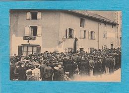 Gréves De Limoges, 10 Avril 1905. - Funérailles De Vardelle. Les Couronnes Et Le Drapeau Rouge De La Bourse Du Travail. - Limoges