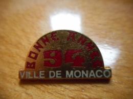 A051 -- Pin's Ville De Monaco Bonne Année 94 Beraudy -- Exclusif Sur Delcampe - Villes