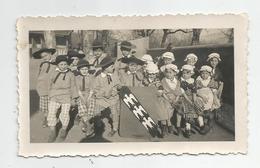 Photographie Enfants Avec Blason Aigle Photo 6,8x11,2 Cm - Anonymous Persons