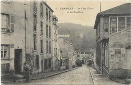 92. CHAVILLE.  LA COUR DOISU ET LES POSTILLONS - Chaville