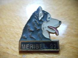 A051 -- Pin's Meribel 92 Martineau Saumur -- Dernier Vendu 07/2011 !!!! - Cities