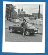 CP Paris Mannequin Habillée Par Pierre Balmain Et Alfa Roméo Giulietta Spring Paris Vers 1955 - Carte Contemporaine - France