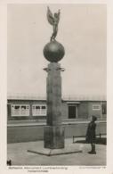 Nederland - 1977 - 5 Cent Veth Op KLM Fotokaart Monument Luchtverbinding NL - Indië - Van Luchthaven Naar Voorburg - Luftpost