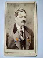 CDV Portrait Homme Avec Médailles Décorations Colorisée ( Ancien Militaire ?) - Photo Jawirsky, Munich - BE - Guerra, Militari