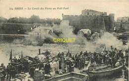 29 Brest, La Corvée Des Vivres Au Petit Pont - Brest