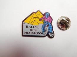 Beau Pin's , Moto , Rallye Des Pharaons , 1991 , Pyramide , Egypte - Motos