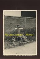 ARRAS - TOMBE D'UN SOLDAT FRANCAIS -  GUERRE 39/45 - FORMAT 11.5 X 8.5 CM - Lieux