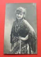 Ca. 1920 ? - Beautiful Woman, Roma ? (Romani Romany Gypsy Gipsy Romni Rom Tsiganes Tziganes Zigeuner) --- 57 Fol.str - Costumes