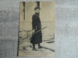 CARON JULIETTE   NEE LE 6 MAI 1882 A SENLIS  ( OISE )  SEULE FEMME EN FRANCE EXERCANT LE METIER DE CHARPENTIER - Senlis